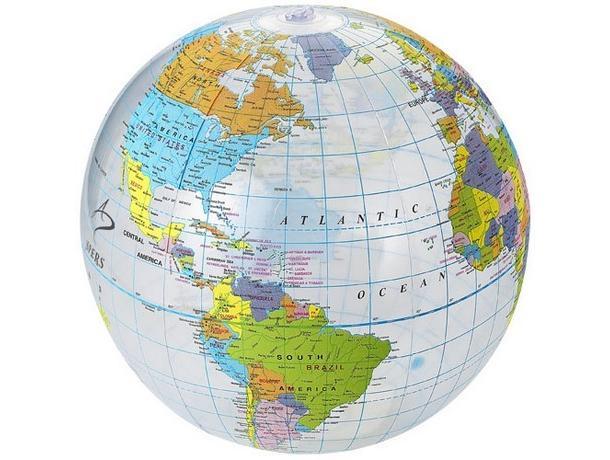 pelota de playa con el mundo
