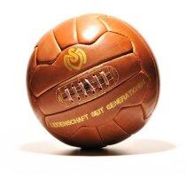 Balón de fútbol aspecto usado y diseño retro