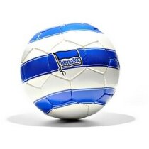 Balón de fútbol con diseño moderno y juvenil