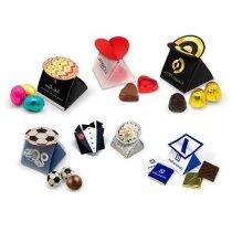 Cajita de cartón con diferentes opciones de chocolate personalizada