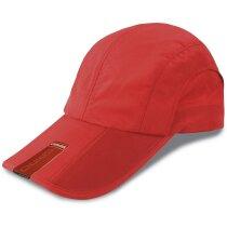 Gorra modelo plegable con detalle en visera con logo roja